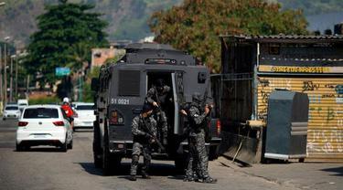 Polisi melancarkan operasi penggerebekan geng narkoba di Brasil setelah menerima laporan bahwa pengedar narkoba merekrut anak-anak untuk geng mereka. (Foto: AFP)