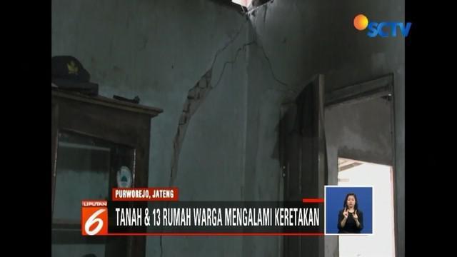 Warga Purworejo, Jawa Tengah, panik lantaran belasan rumah dan tanah retak-retak, meski tidak diguyur hujan deras.