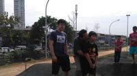 Kemesraan Ahok dan kedua putranya saat mengunjungi Kalijodo. (Liputan6.com/FX Richo Pramono)