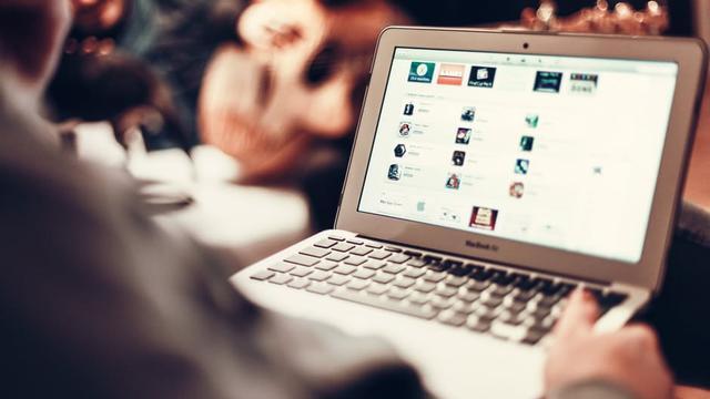 Sekarat, Istri Buatkan Akun Kencan Online Untuk Suami