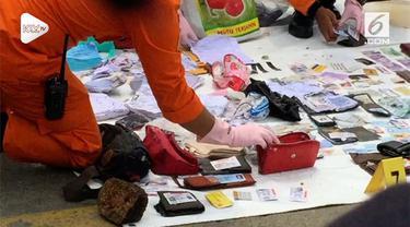 Basarnas terus melakukan pencarian korban dan barang milik penumpang Lion Air JT 610. Sejumlah barang berhasil ditemukan, begitu juga dengan bagian tubuh korban.