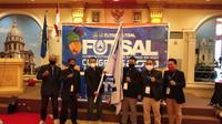 Ahmad Susanto Kibarkan Bendera usai terpilih sebagai Ketua Umum AFP Sulsel periode 2021-2025 pada kongres yang berlangsung di Makassar, Jumat (29/1/2021).