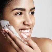 Eksfoliasi atau pengangkatan sel kulit mati pada permukaan wajah memang berguna untuk membantu menjaga kebersihan kulit wajah.