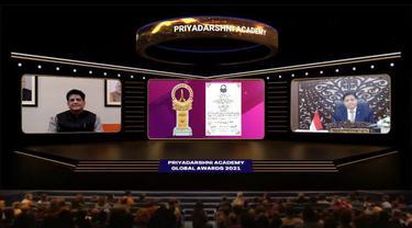 Menko Airlangga Hartarto mendapat anugerah  Priyadarshni Academy Global Award for Outstanding Contribution to National Economic Recovery, pada pelaksanaan the  37th Anniversary Global Awards Function secara virtual yang berlangsung pada Senin (20/9/2021).