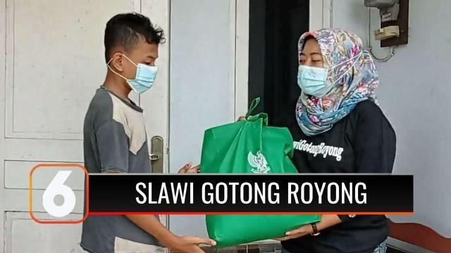 Prihatin banyak warga yang menjalani isolasi mandiri dan pekerja sektor informal yang terdampak pandemi, gerakan Slawi Gotong Royong di Tegal ajak masyarakat galang dana dan bagikan sembako.