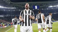 Ekspresi pemain Juventus, Gonzalo Higuain saat merayakan gol ke gawang Tottenham pada laga 16 besar Liga Champions di The Allianz Stadium, Turin, (13/2/2018). Juventus bermain imbang 2-2 dengan Tottenham.  (AP/Antonio Calanni)