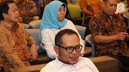 Menteri Tenaga Kerja, Hanif Dhakiri menghadiri acara penggalangan donasi publik untuk LBH Pers di Studio SCTV, Rabu (1/7). Penggalangan donasi yang hanya dilakukan sekitar 2 jam itu mengumpulkan dana sekitar Rp 116 juta. (Liputan6.com/Immanuel Antonius)