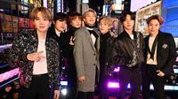 BTS saat di New York pada 31 Desember 2019. (AFP/Astrid Stawiarz)