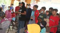 Ratusan warga Desa Kalisari, Kecamatan Randublatung, Kabupaten Blora, Jawa Tengah menggelar audiensi di balai desa menuntut transparansi penyaluran BLT. (Liputan6.com/ Ahmad Adirin)