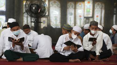 FOTO: Mengisi Bulan Suci Ramadhan dengan Membaca Alquran