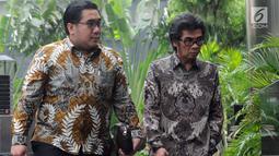 Dirut PT. Samantaka Batubara AM Rudi Herlambang (kanan) tiba untuk menjalani pemeriksaan di Gedung KPK, Jakarta, Selasa (30/4/2019). AM Rudi diperiksa sebagai saksi dalam kasus suap dugaan pembangunan PLTU Riau-1 yang menyeret Direktur Utama nonaktif PT PLN Sofyan Basir. (merdeka.com/Dwi Narwoko)