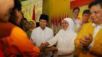 Khofifah dan Emil Dardak saat bersama Ketua Umum Partai Golkar Airlangga Hartarto. (Istimewa)