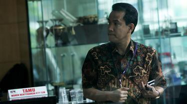 Pakar Hukum Tata Negara, Reflly Harun menyambangi Kantor Komisi Pemberantasan Korupsi (KPK), Jakarta, selasa (17/2/2015). (Liputan6.com/Faisal R Syam)