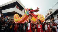 Tarian Naga memeriahkan puncak perayaan cap Go Meh dan Pesta Rakyat Bogor 2016 di Kota Bogor, Senin (22/2/2016). Puncak perayaan Tahun Baru Imlek 2567 di Kota Bogor juga dimeriahkan dengan Pesta Rakyat