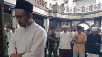 Rehat Kampanye, Gus Ipul Didaulat Jadi Imam Salat Jumat di Surabaya