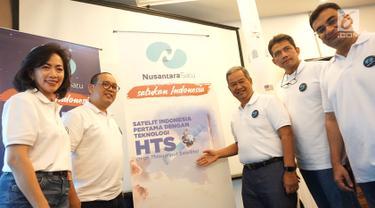 Jajaran Direksi PT Pasifik Satelit Nusantara (PSN) foto bersama seusai mengumumkan rencana peluncuran Satelit Nusantara Satu di Jakarta, Rabu (23/1). PT PSN akan meluncurkan Satelit pada 18 Februari 2019. (Liputan6.com/HO/Ading)
