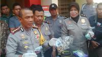 Ayah Banting Anak di Surabaya. (Liputan6.com/Dhimas Prasaja)
