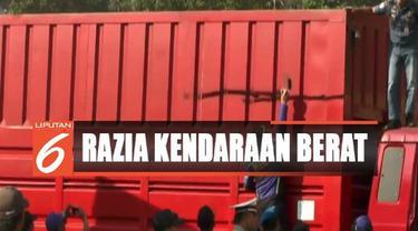 Tim gabungan dari Dinas Perhubungan, Polisi, dan TNI, sengaja menggelar razia ini, termasuk truk dan bus yang tengah berhenti didala aera istirahat.