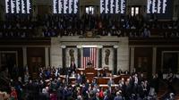 Dewan Perwakilan Rakyat (DPR) Amerika melakukan voting untuk memakzulkan Presiden Donald Trump di US Capitol, Washington, Rabu (18/12/2019). Dari total 435 anggota DPR AS yang mengikuti voting, 230 suara menyetujui dakwaan penyalahgunaan kekuasaan terhadap Trump. (Chip Somodevilla/Getty Images/AFP)