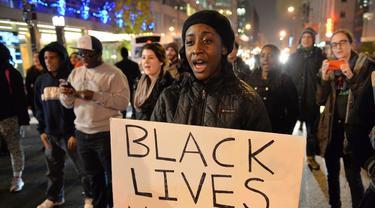 Aksi unjuk rasa oleh warga Minneapolis atas kematian George Floyd, pria kulit hitam yang meninggal akibat ulah polisi AS.