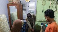 Remaja di Purbalingga tewas tersambar petir saat mendengarkan musik melalui HP di dalam kamarnya. (Liputan6.com/Rudal Afgani Dirgantara)