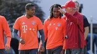 Bayern Munchen siap berpisah dengan Douglas Costa dan Renato Sanches.