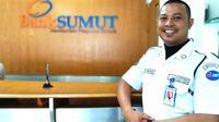Herman Batak (36), mantan kiper Persik Kediri yang kini menjadi sekuriti bank. (Bola.com/Gatot Susetyo)