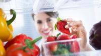 Menyesaki kulkas dengan bahan makanan bulanan bisa membuat sayur dan buah-buahan menjadi layu, ini dia solusinya.