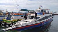 Kapal Trans 1000 Sandar di Pelabuhan Kali Adem (Liputan6.com/Moch Harunsyah).
