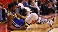 Forward Golden State Warriors Kevin Durant terkena cedera Achilles pada gim lima NBA Finals. (AFP/Gregory Shamus)