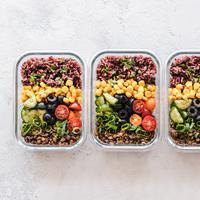 ilustrasi makanan sehat dan beras merah | unsplash.com/@ellaolsson