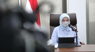 Menaker Ida Fauziyah dalam konferensi pers.