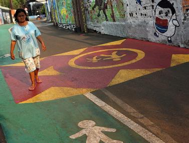 Jalur khusus pejalan kaki di MRT Cipete