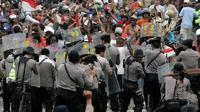 Tina juga mempersilakan aparat penegak hukum untuk menindak para demonstran yang bergerak di luar garis hukum.
