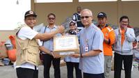 Direktur Utama PT Pos Indonesia (Persero) Gilarsi W. Setijono melakukan cek langsung proses penanganan kiriman bantuan masyarakat di gudang Badan Penanggulangan Bencana Daerah (BPBD) Prop. NTB.
