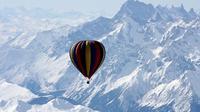 Nikmati pemandangan Mount Everest dari balon udara habiskan dana miliaran rupiah.