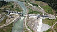 Pembangunan Pembangkit Listrik Tenaga Air (PLTA) Jatigede 2x25 Mega Watt (MW) di Kabupaten Sumedang, Jawa Barat mencapai 85 persen. (Dok PLN)