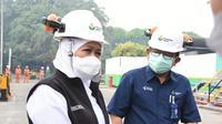 Gubernur Jatim, Khofifah Indar Parawansa, saat melakukan tinjauan langsung ke Unit Produksi Oksigen – Air Separation Plant (ASP) Petrokimia Gresik, Senin (30/8) di Gresik, Jawa Timur.