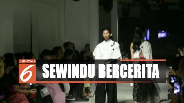 Desainer asal Yogyakarta, Lulu Lutfi Labibi gelar pagelaran busana dengan sisa kain perca yang ia simpan di gudang selama 8 tahun berkarya.