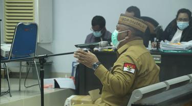 Gubernur Gorontalo saat menghadiri sidang Korupsi Proyek Jalan Lingkar Gorontalo (fto:Arfandi Ibrahim/Liputan6.com)