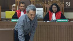 Terdakwa dugaan suap pengurusan sejumlah perkara, Eddy Sindoro bersiap menjalani sidang lanjutan di Pengadilan Tipikor, Jakarta, Jumat (15/2). Sidang mendengar keterangan saksi-saksi. (Liputan6.com/Helmi Fithriansyah)