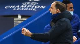 Pelatih Chelsea, Thomas Tuchel, melakukan selebrasi usai berhasil mengalahkan Real Madrid pada leg kedua semifinal Liga Champions, di Stadion Stamford Bridge, Kamis (06/05/2021). Chelsea menang dengan skor 2-0. (AFP/Glyn Kirk)