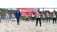 Tim berkuda Indonesia, Almor Stable menggelar kegiatan bakti sosial yang ditujukan khusus untuk Para Komunitas Kuda Sewa Tunas Turangga Giri Gunung Mas Puncak Bogor, Jumat (26/02/2021). (Istimewa)
