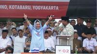 Romantisisme Titiek dan Prabowo dalam pembukaan kampanye akbar di Yogyakarta. (Liputan6.com/ Switzy Sabandar)