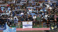 Aksi Brajamusti saat mendukung PSIM di Stadion Sultan Agung, Bantul. (Bola.com/Vincentius Atmaja)