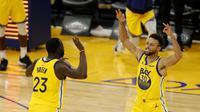 Stephen Curry merayakan keberhasilan cetak 62 poin saat Golden State Warriors kalahkan Portland Trail Blazers pada laga lanjutan NBA 2020/2021, Senin (04/01/2021) pagi WIB. (EZRA SHAW / GETTY IMAGES NORTH AMERICA / Getty Images via AFP)