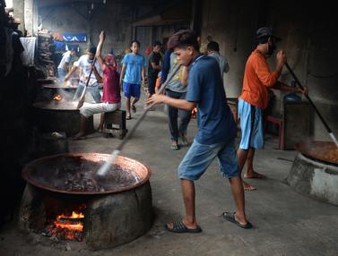 FOTO: Kesibukan Produksi Dodol Betawi Jelang Lebaran