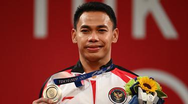 Lifter Indonesia, Eko Yuli Irawan meraih medali perak di Olimpiade Tokyo cabor angkat besi.