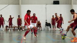 Citizen6, Lebanon: Dari babak pertama, Tim Indobatt telah menguasai jalannya pertandingan dan berhasil mencetak 4 gol ke gawang Kontingen India. Memasuki babak kedua, Tim Futsal Indobatt kembali mencetak tiga gol. (Pengirim: Badarudin Bakri)