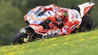 Jorge Lorenzo yang membawa bendera Ducati Team merupakan saah satu pebalap Spanyol yang masuk pada posisi sepuluh besar Klasemen sementara MotoGP 2017. (AP/Kerstin Joensson)